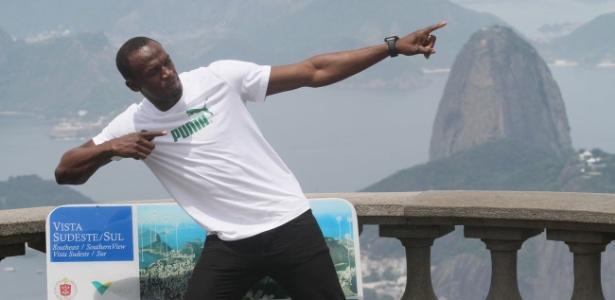 Usain Bolt posa para fotos no Cristo Redentor durante visita ao Rio de Janeiro