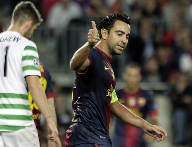 Xavi acena contra o Celtic, em jogo do Barcelona na Liga dos Campeões