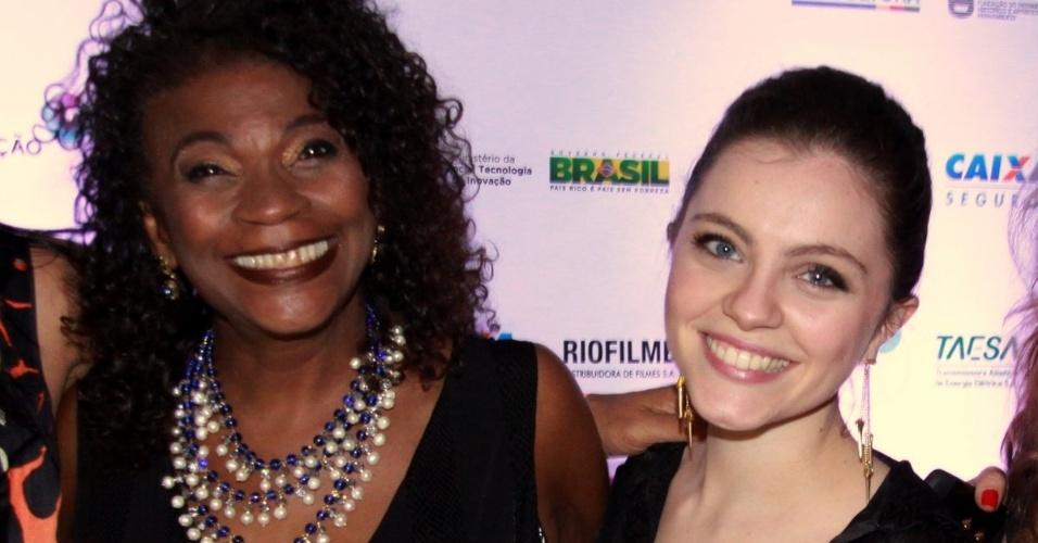 """Zezé Mota com Cecília Dassi na pré-estreia do filme """"Gonzaga - de pai pra filho"""", de Breno Silveira, no Cinemark Downtown, na Barra da Tijuca, Rio de Janeiro (23/10/12)"""