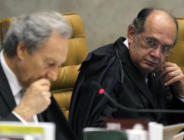 Os ministros Gilmar Mendes (dir.) e Ricardo Lewandowski (esq)