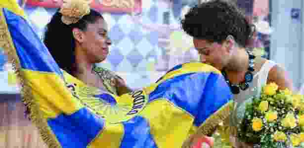 A atriz Juliana Alves foi anunciada como a nova rainha da bateria da escola de samba carioca Unidos da Tijuca (24/10/12). O evento aconteceu na Cidade do Samba, centro do Rio. Juliana recebeu flores da porta-bandeira Giovanna - AgNews