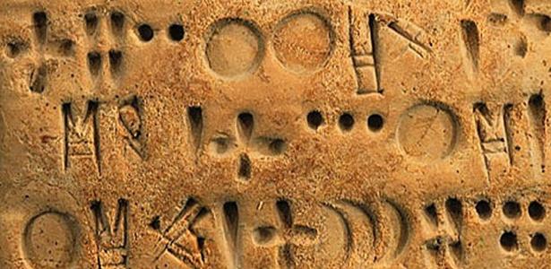 A escrita proto-Elamita foi usada por uma sociedade que viveu na Idade do Bronze, na região sudoeste do Irã - Divulgação/Ancient World Research Cluster