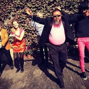 """Artista chinês Ai Weiwei faz paródia de sucesso coreano """"Gangnam Style""""; veja  - Reprodução/Instagram/xuye1226"""