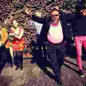"""Artista chinês Ai Weiwei faz paródia de sucesso coreano """"Gangnam Style"""" - Reprodução/Instagram/xuye1226"""