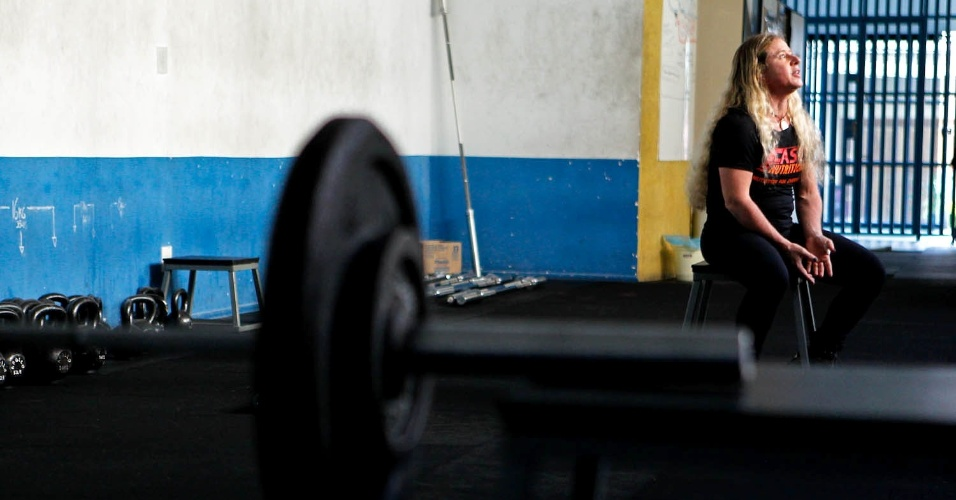 Marilia Coutinho é aos 49 anos um dos destaques brasileiros no powelifting, uma das vertentes do levantamento de peso