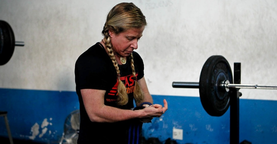 Brasileira detém atualmente o recorde mundial absoluto no agachamento entre todas as federações de powerlifting