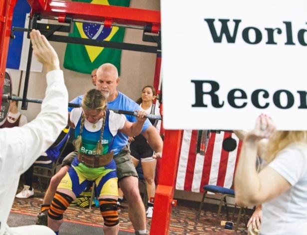 Marilia Coutinho tem a marca no agachamento oficializada como novo recorde mundial