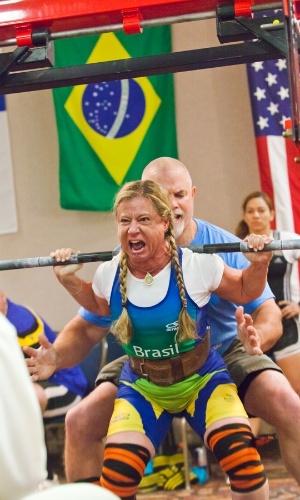 Brasileira Marilia Coutinho trabalha em preparação para competição internacional nos Estados Unidos