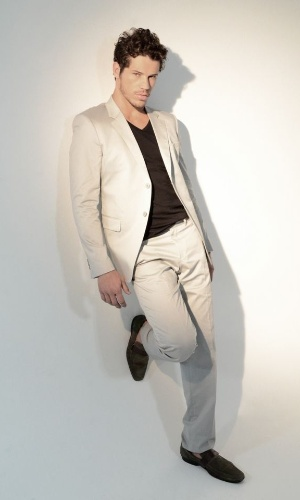 "José Loreto faz ensaio para a revista masculina ""MENSCH"" (24/10/12)"