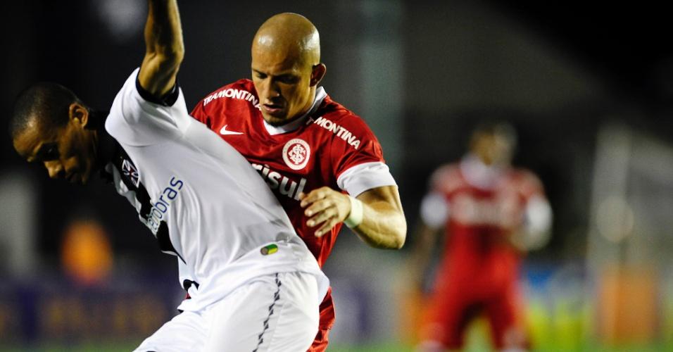 Lateral Nei do Inter na partida contra o Vasco da Gama em São Januário (24/10/2012)