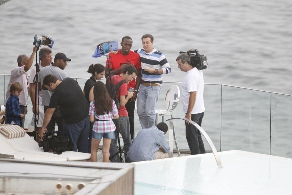Luciano Huck entrevista Usain Bolt em Ipanema, Rio de Janeiro (24/10/12)