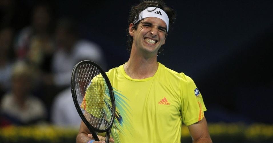 Thomaz Bellucci reage durante derrota por 2 sets a 1 para Roger Federer na segunda rodada do ATP 500 da Basileia