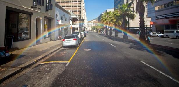 Arco-íris em frente à galeria Commune 1 - Michael Elion/Caters