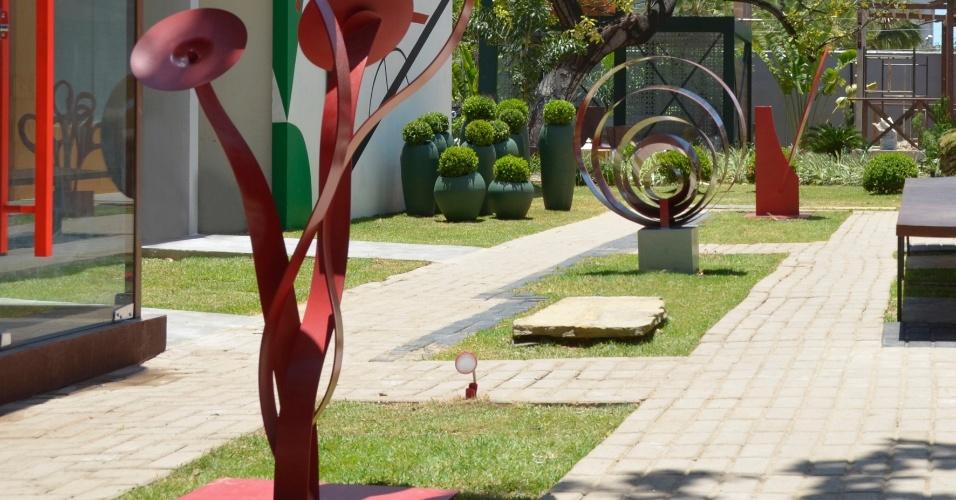 Com esculturas, o passeio das Artes é uma criação de Alex Sá, Albaniza Cunha e Emilia Porto. A 14ª Casa Cor CE segue até dia 20 de novembro de 2012, na Praça Portugal, em Fortaleza