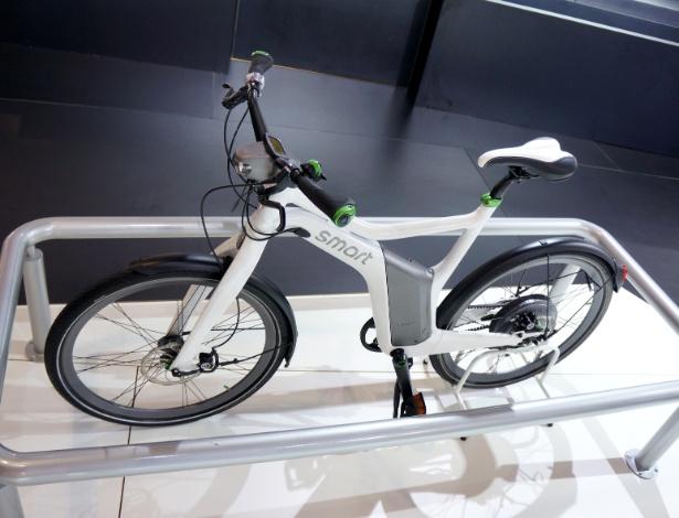 """Bicicleta """"imita"""" cores do smart fortwo: além de branca, verde e cinza, há a opção em preto, laranja e cinza - Eugênio Augusto Brito/UOL"""