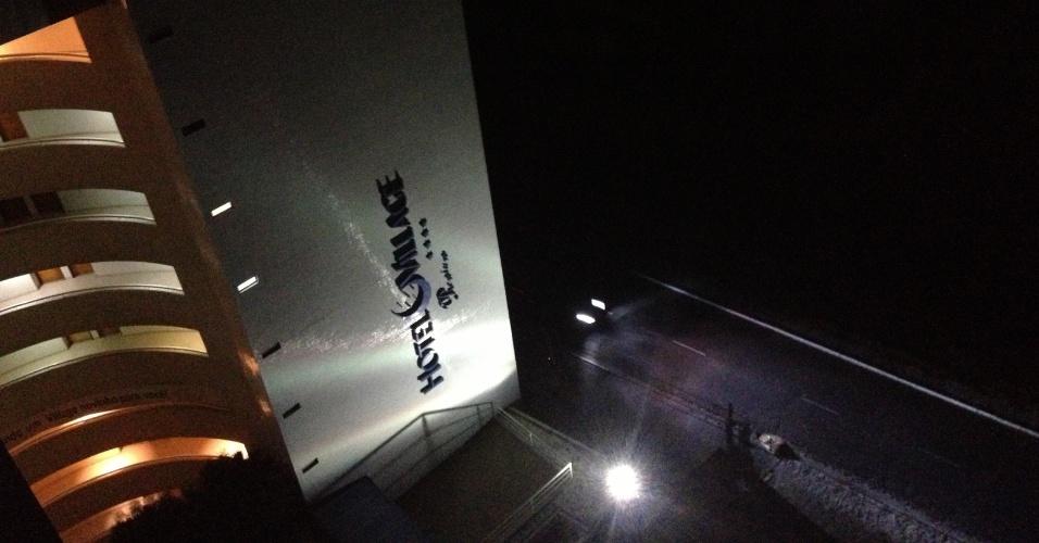 26.out.2012 - Imagem mostra hotel na avenida Epitácio Pessoa, em João Pessoa (PB), parcialmente iluminado com energia de gerador