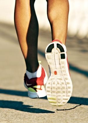 Estudos mostram que não existe uma maneira mais eficiente para aterrissar os pés ao correr - tentar mudar o estilo, isso sim, pode prejudicar o desempenho - Alex di Suvero/The New York Times