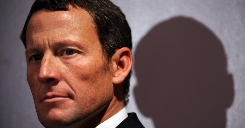 """Lance Armstrong durante conferência de imprensa da """"Livestrong"""", sua fundação de combate ao câncer (28/02/2011)"""