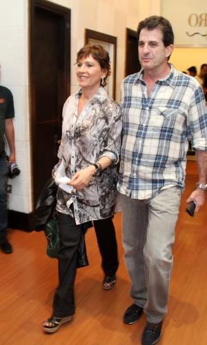 """Natália do Valle vai à estreia para convidados da peça """"Razões para ser Bonita"""", no Teatro dos Quatro, Rio de Janeiro (25/10/12)"""