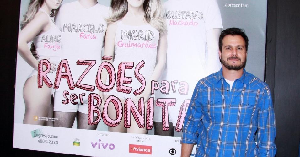 """Pedro Cordeiro vai à estreia para convidados da peça """"Razões para ser Bonita"""", no Teatro dos Quatro, Rio de Janeiro (25/10/12)"""