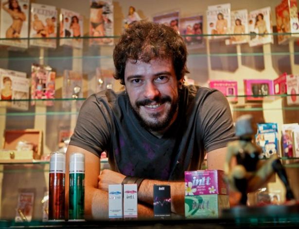"""O publicitário Fernando Birche, que costuma comprar itens eróticos: """"Acho legal surpreender uma mulher"""" - Leandro Moraes/UOL"""