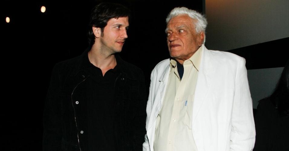 """Vladimir Brichta e Walmor Chagas prestigiaram a exibição do filme """"A Coleção Invisível"""", no Espaço Itaú de Cinema, em São Paulo (25/10/12)"""