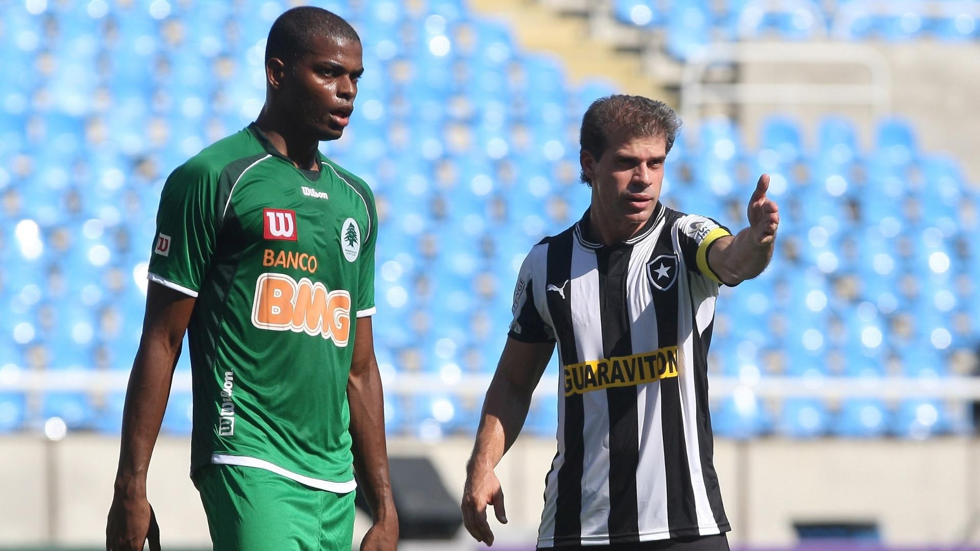 Túlio Maravilha, do Botafogo, reclama durante a partida contra o Boavista, pelo projeto