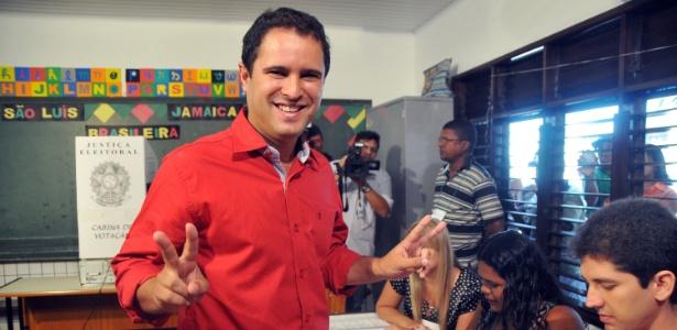 Com apoio de PT e PSB, Edivaldo Holanda Júnior (à dir.) é eleito prefeito de São Luís pelo nanico PTC