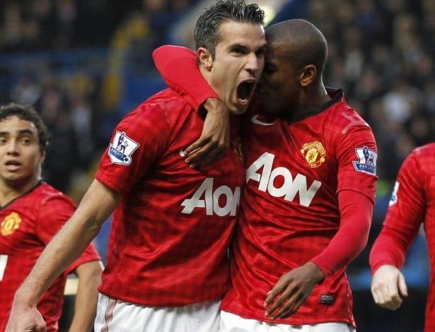 Robin van Persie comemora segundo gol do Manchester United na partida contra o Chelsea, pelo Campeonato Inglês
