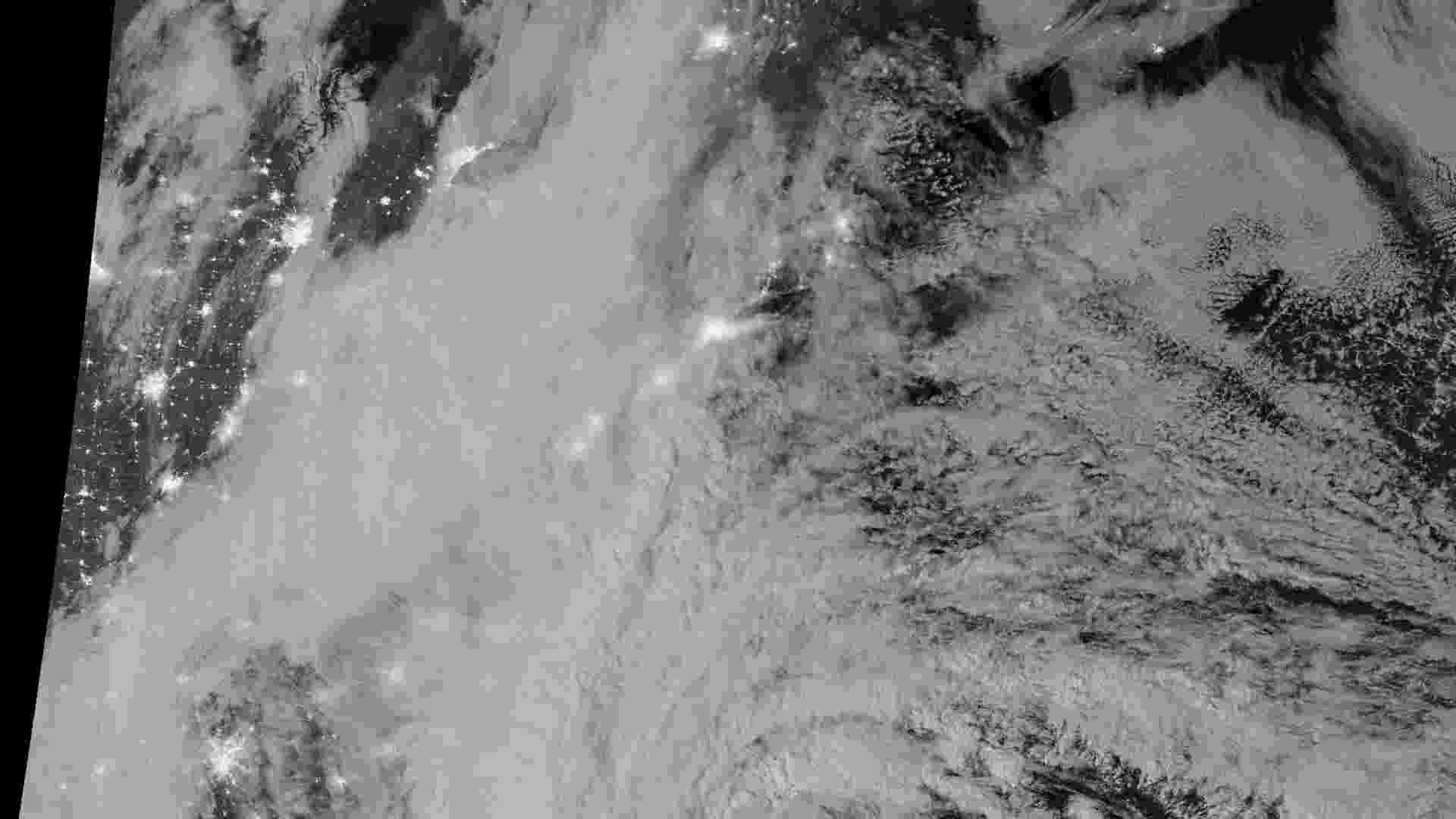 29.out.2012 - Furacão Sandy é retratado por imagens de satélite divulgadas pela Nasa (Agência Espacial Norte-Americana) próximo à costa leste dos EUA - Nasa/Reuters