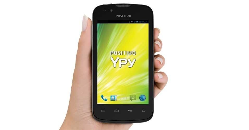29.out.2012 - O Ypy S400, da Positivo, tem tela multitoque de 4 polegadas, roda Android 4.0 (Ice Cream Sandwich), tem cartão de memória com 8 GB, câmera traseira de 5 megapixels e frontal VGA. Segundo o fabricante, a memória RAM do aparelho tem 4 GB
