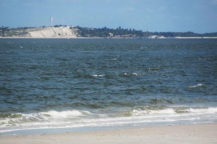 A partir da Praia do Saco é possível fazer passeios de lancha para Mangue Seco, Bahia