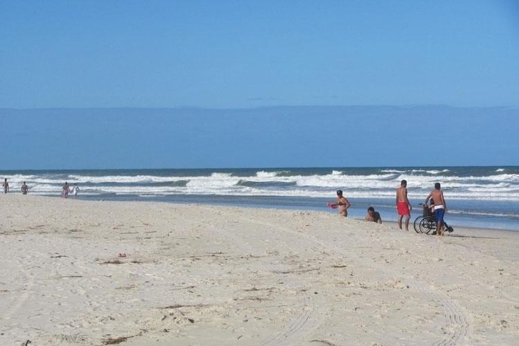 A Praia de Abaís fica próxima à Praia do Saco, no litoral sul de Sergipe