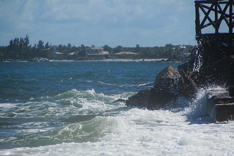 A Praia do Saco possui areia branquíssima e mar cristalino