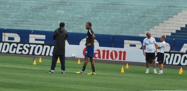 Gilberto Silva e Luxemburgo conversam em treinamento do Grêmio (29/10/2012)