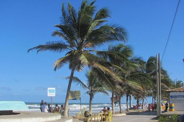 Orla da Praia de Abaís, em Sergipe