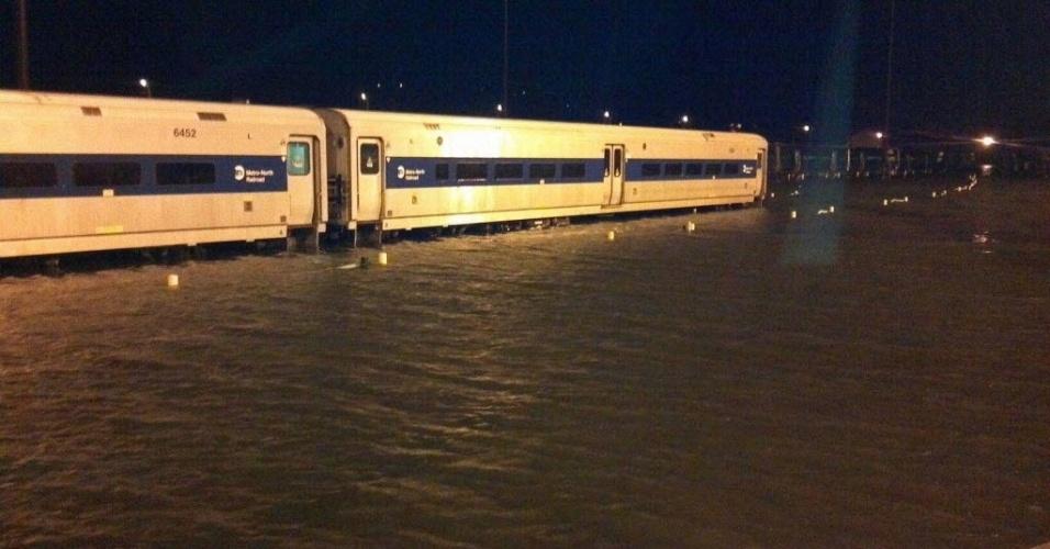 30.out.2012 - Estação de trens de Croton-Harmon, em Nova York, alagada após passagem do furacão Sandy pela cidade