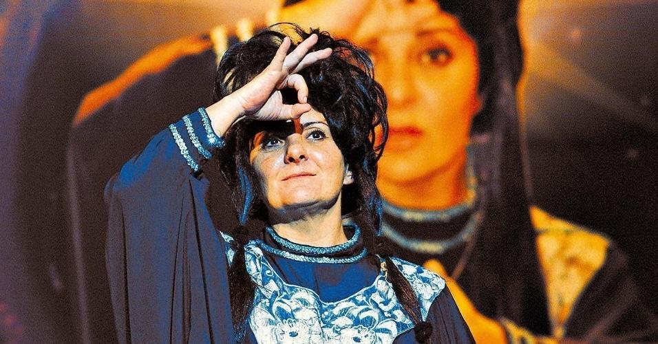 """Atriz Cris Nicolotti durante a peça """"Se Piorar Estraga"""", dirigida por Fafy Siqueira"""
