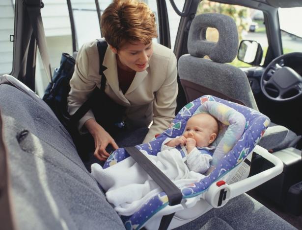Paradas periódicas garantem mais conforto para o bebê durante a viagem de carro - Thinkstock