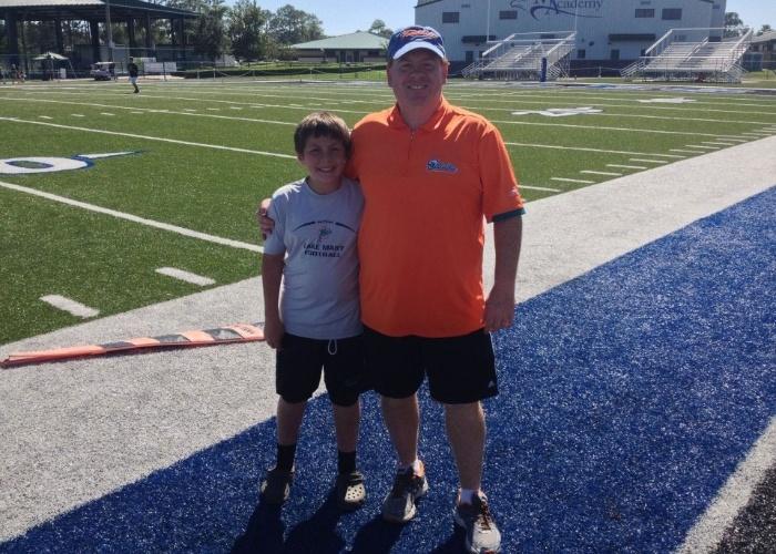 David Devore (e) com seu pai em imagem disponibilizada no Facebook