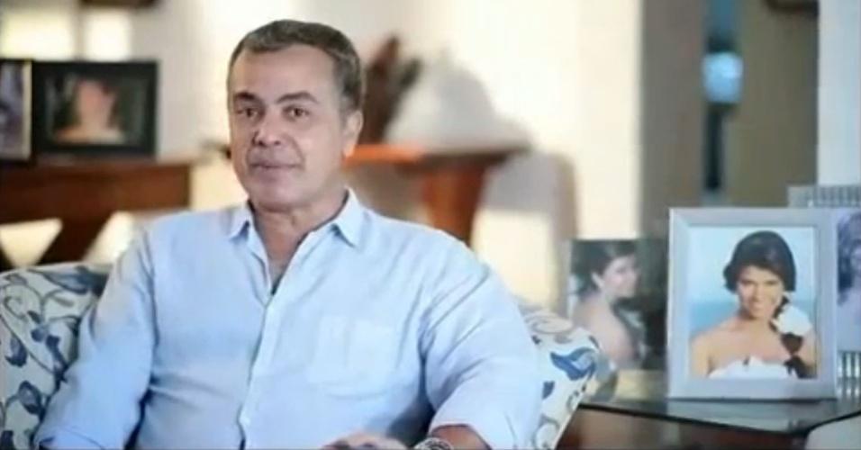 Gerardo Rabello, colunista social em João Pessoa, em vídeo publicitário em que cita sua filha, Luiza, que na época estava no Canadá
