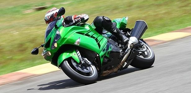Kawasaki ZX-14R ganhou melhorias na ciclística e dispositivos eletrônicos para domar os 210 cv - Mario Villaescusa/Infomoto