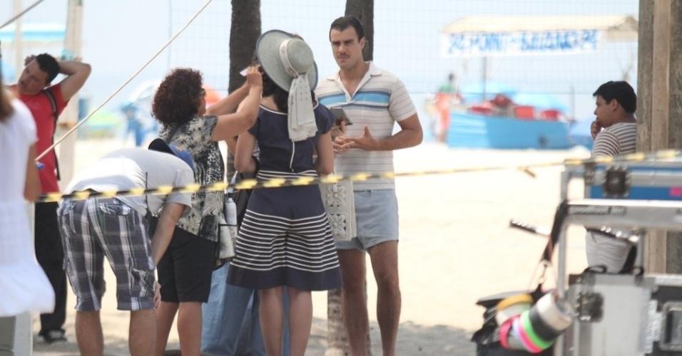 """O ator Joaquim Lopes grava filme """"Mato Sem Cachorro"""" na praia do Leme, no Rio de Janeiro (30/10/12)"""