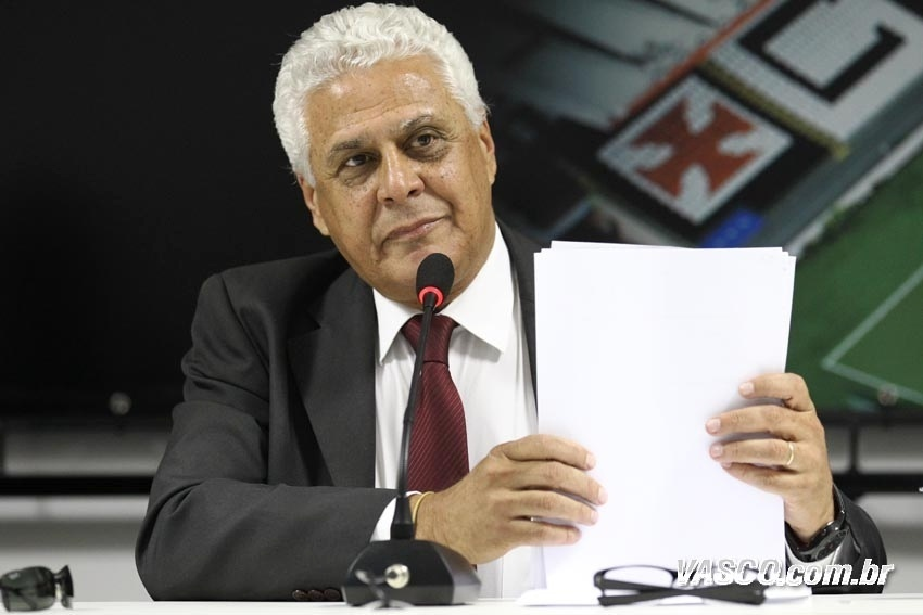 O presidente Roberto Dinamite durante entrevista coletiva no Vasco da Gama (30/10/2012)