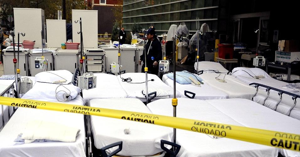 31.out.2012 - Camas do hospital universitário de Hoboken, Nova Jersey, para limpeza após a passagem do furacão Sandy. Nova Jersey tem seu ponto mais continental a aproximadamente 80 km do Oceano Atlântico e foi o Estado mais afetado pela tempestade