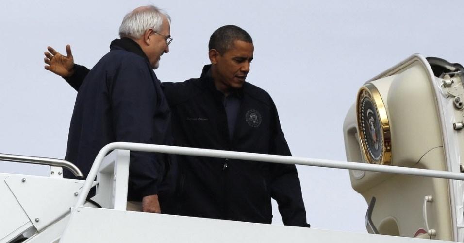 31.out.2012 - Presidente dos EUA, Barack Obama, se prepara para sobrevoar a região de Nova Jersey, Estado americano afetado pela passagem do furacão Sandy