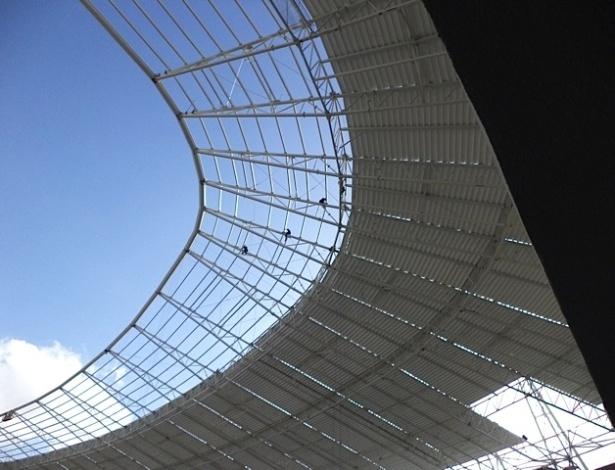 A 45 dias da entrega da obra, cobertura do Castelão está quase pronta (31/10/2012)