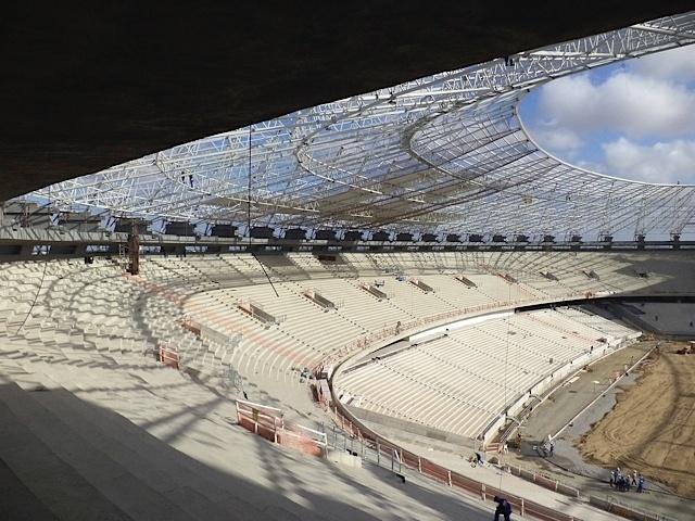 A 45 dias da entrega das obras, Castelão instala cobertura e inicia plantio de grama (31/10/2012)
