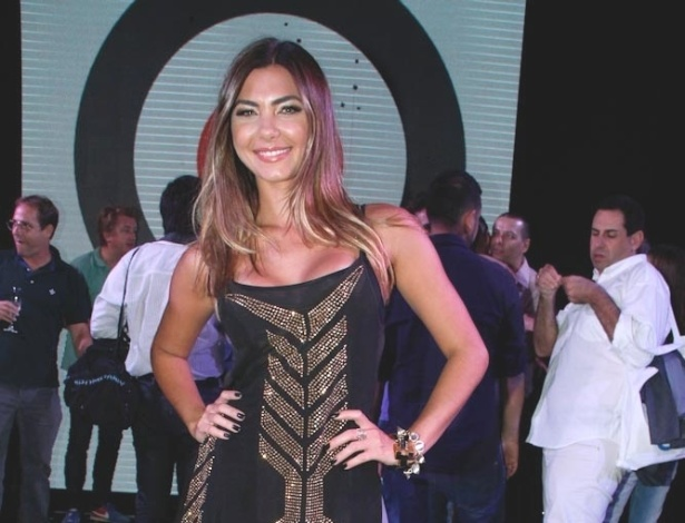 A filha do apresentador Datena, a modelo e apresentadora Letícia Wiermann, participa como mestre de cerimônias no Mod Star Brasil 2012, em São Paulo (30/10/12)