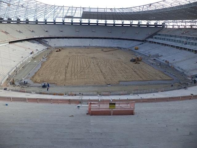 Em 31/10/2012, o campo do Castelão fica pronto para receber a grama nova